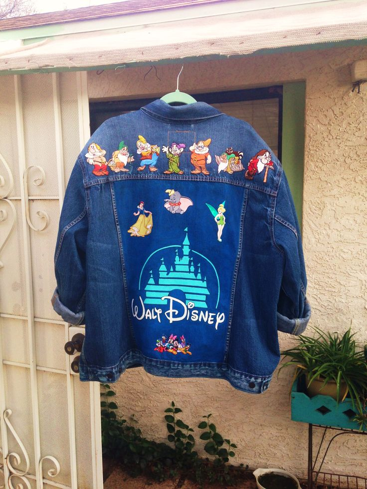 Disney logo custom painted on Levi's denim jacket with patches by @bleudoor on Instagram #disney