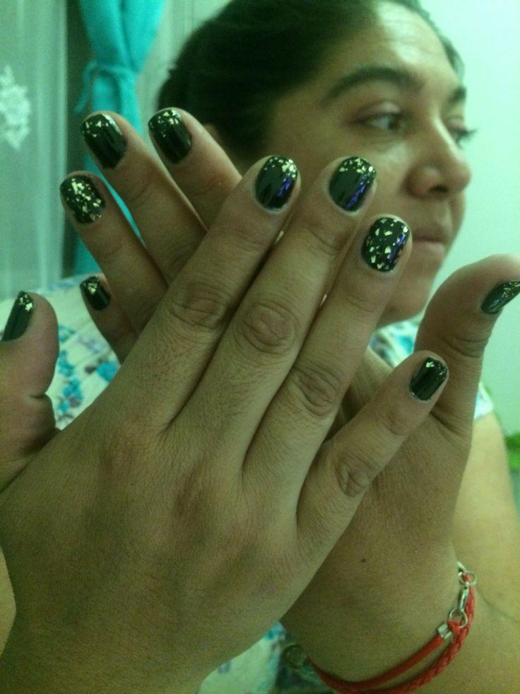 Mi modelo con sus uñas elegantes