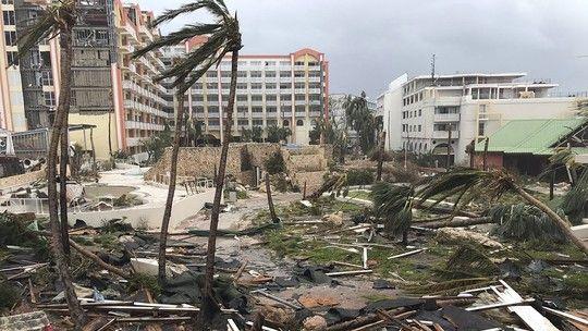 Rebaixado para a categoria 4, mas ainda com ventos de 250 km/h, furacão deve chegar ao sul dos Estados Unidos entre a noite de sábado e a manhã de domingo. Mais de 20 pessoas já morreram durante passagem pelo Caribe.
