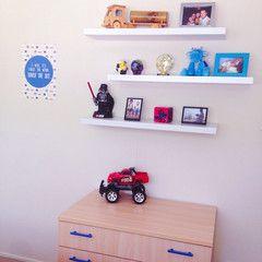Cool wall sticker n this boys room. :)