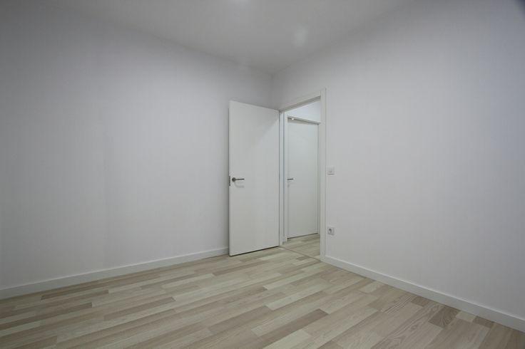 Puerta de acceso al despacho como ejemplo de la - Precio rodapie blanco ...