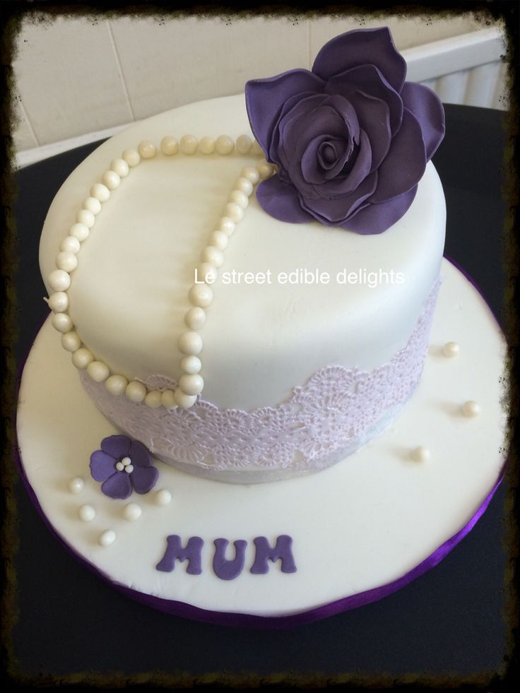 Lace pearls and rose cake