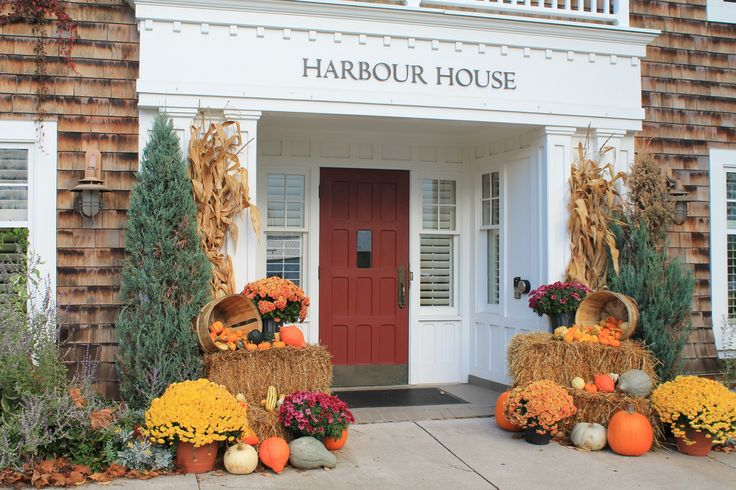 Fall has come to Harbour House in Niagara on the Lake