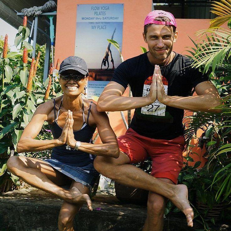 Мои тренировки по йоге в Сиануквиле Камбоджа. Я тут со свои учителем и другом - Сал. Сал - невероятный человек! Эталон жизнерадостности энергии и позитива. Мы даже танцевали в клубе вместе как Винсент Вега с Мией Уоллас))) Я скучаю по ней. Дома у меня лежит напутственное письмо от неё на английском. И это невероятная мотивация. Кстати на стене сзади моя фотография. Я снял серию фотографий с позами для школы и календаря в Камбодже) И ещё прикол! На мне шорты с фестиваля музыки в Паттайе…