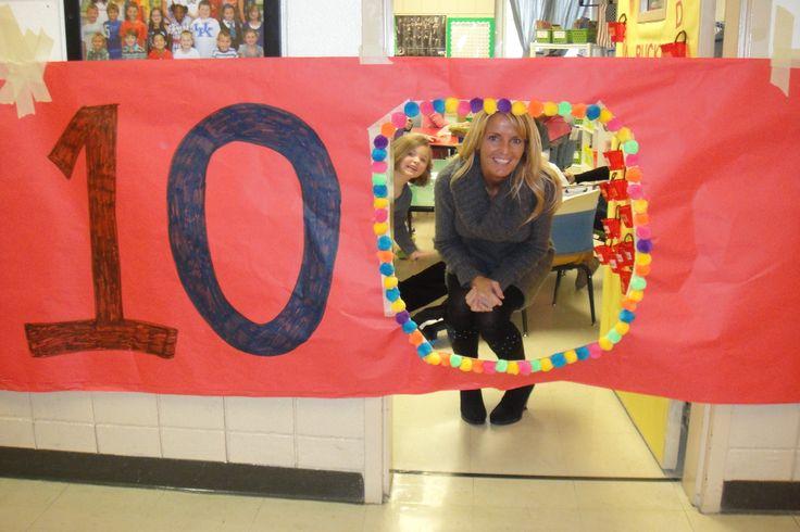 Contar los días y cuando hacemos el día 100 en la escuela preparar esto para que entren. 100th day of school- My students loved this!