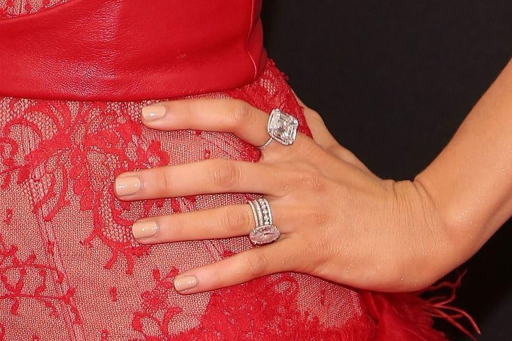 Celebrity Engagement Rings The Lovery Co Blake Lively Engagement Ring Celebrity Engagement Rings Rose Engagement Ring