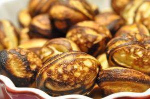 Bagenørden serverer: julens bedste æbleskiver med tykmælk og kardemomme. Smager flere nissehuer bedre end de købte. Lette, luftige, runde, fine, bløde og søde