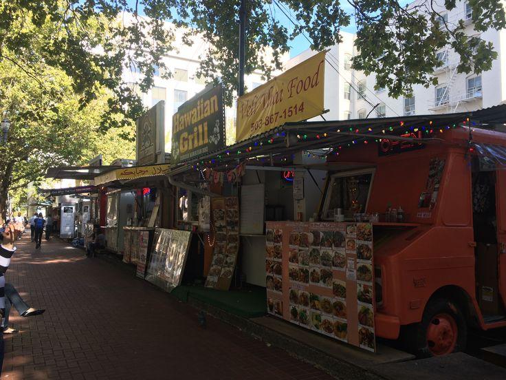Food carts in downtown Portland © Sarah Murphy