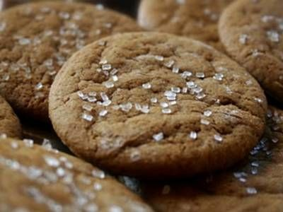 JOE FROGGERS: MOLASSES, GINGER & RUM COOKIES