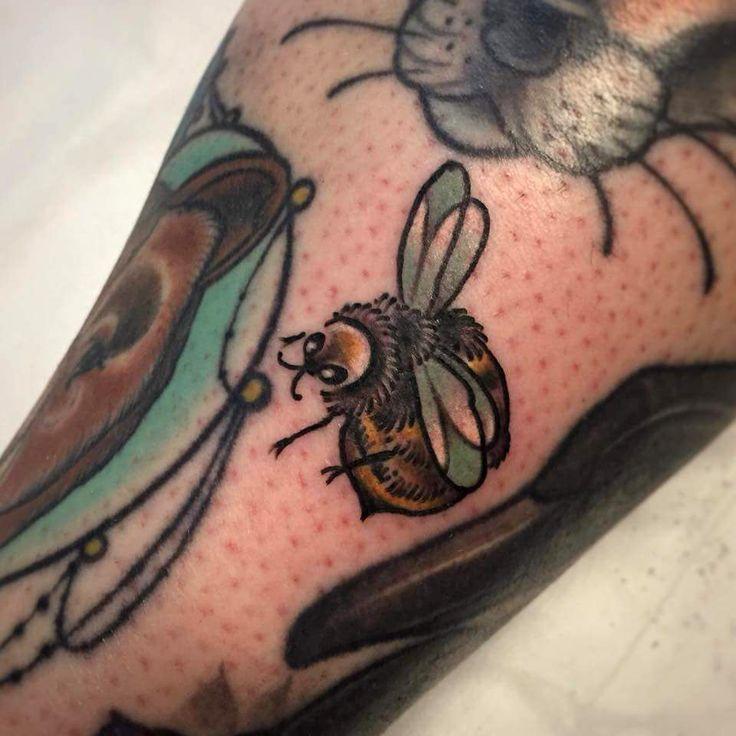 Little Bee Tattoo Done By Pip Feros Lantern Sparrow Brisbane Evamigtattoos