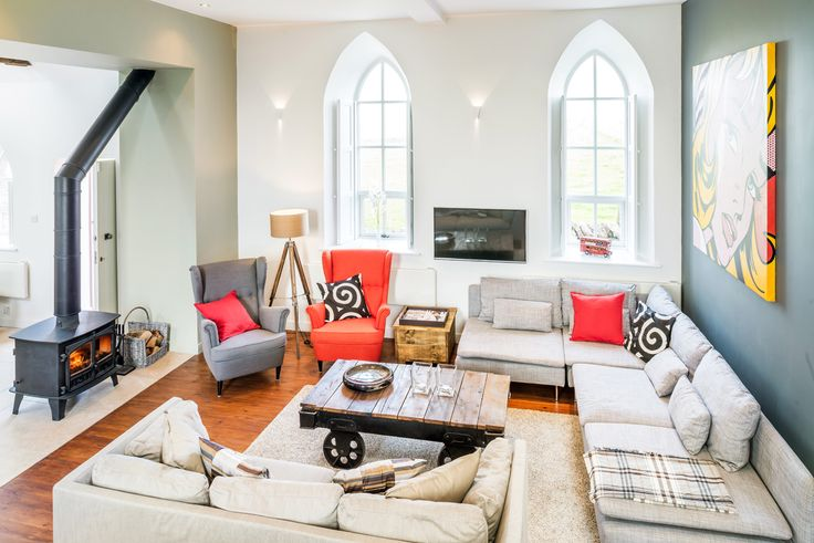 Biserică transformată într-o casă modernă