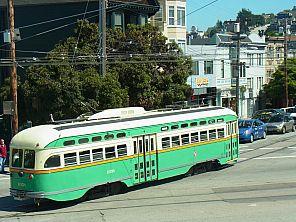 SF F-Train - Straßenbahnlinie mit historischen Str.bahnwagen
