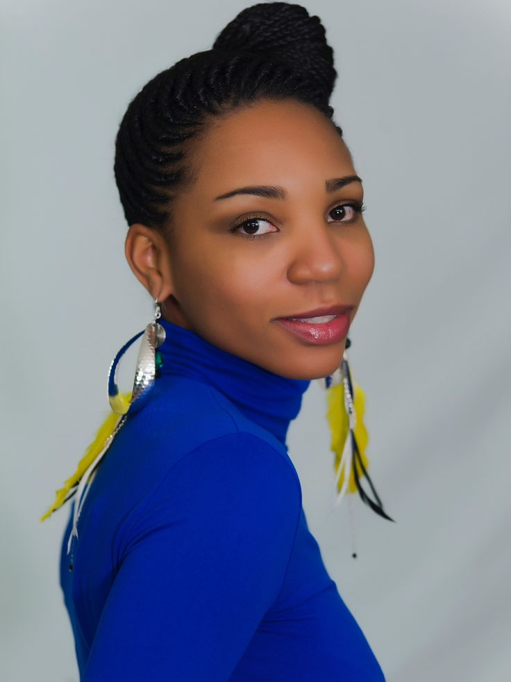 Wired feather dangling earrings.