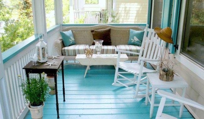 Überdachte Holz Veranda mit Strand Thema in Hellblau und Weiß