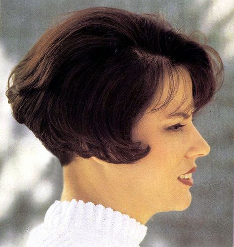 45 Best Dorothy Hamill Hairstyles For The Chic Woman