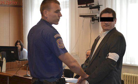 Obžalovaný z dvojnásobné vraždy šokoval u soudu: Nejradši bych zabil obhájce!