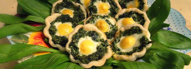 Tartellette di #erbette miste e #uova di #quaglia. Veloci e gustose, le tartellette di erbette miste e uova di quaglia sono perfette per aprire il #pranzo di #Pasqua, ottime da mettere nel cesto e da gustare nel #picnic di #Pasquetta.