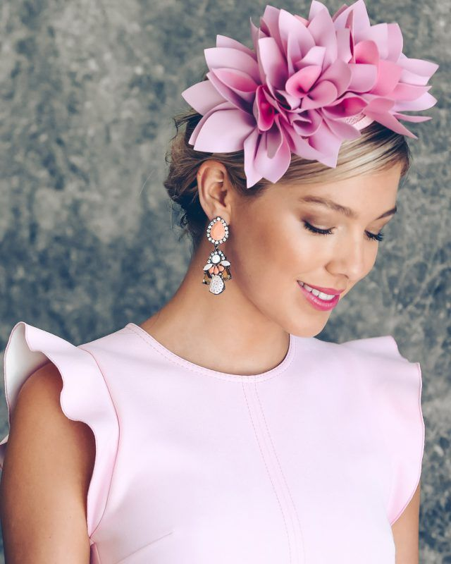 This Morgan and Taylor fascinator is made from faux leather with ruffle design and fitted on a headband for easy wear. Stand out at Spring Racing with this stunning head piece and be a winner at Fashion's on the Field.