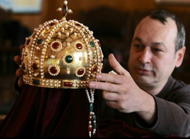 Replica of Bulgaria's Medieval Imperial Crown, Gift by Pope Innocent III, Unveiled by National Museum of History