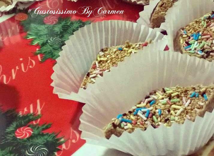 la Giurgiulena calabrese è uno dei tipici dolcetti natalizi dagli odori e sapori orientali. Ricordo ancora quando anni fa mi recai con mia sorella in un bellissimo ristorante arabo nel centro di Roma e, tra i dessert, con nostro stupore, trovammo un dolce simile alla giurgiulena calabrese.
