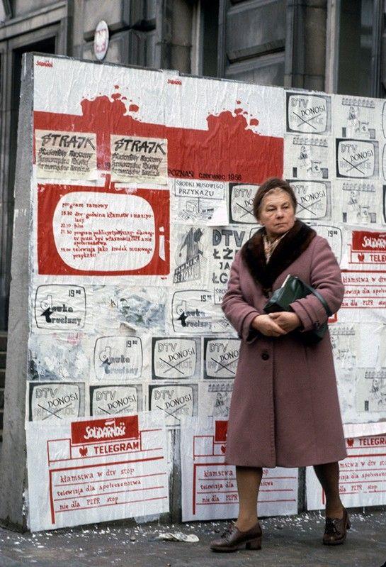 Solidarity notice board on Mokotowska Street, Warsaw, 1981 - Chris Niedenthal