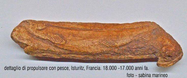 dettaglio di propulsore con pesce. Isturitz, Francia. 18.000 anni fa. foto – sabina marineo