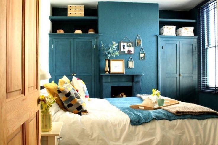 Zimmer Blau Ente Gelb Weiss Objekte Deco Holz Naturliches Licht