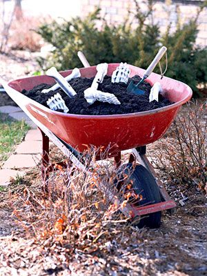 i like the idea of leaving this wheelbarrow next to some tombstones in my yard