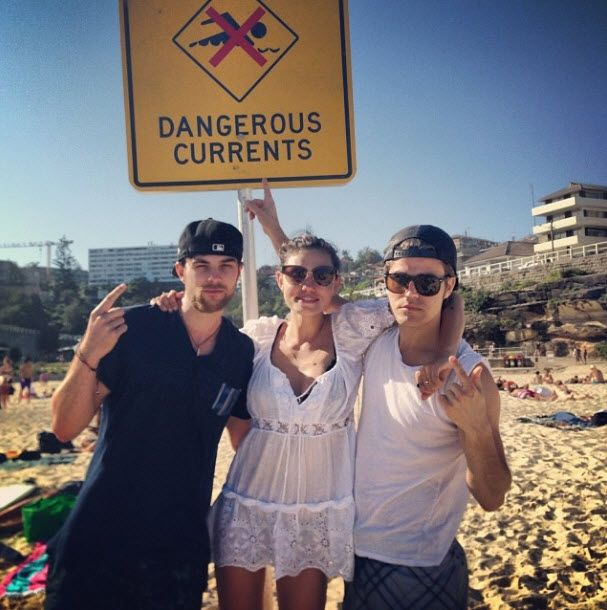 Vampire Diaries Stars Paul Wesley and Phoebe Tonkin Have a Beach Date With Nate Buzolic (PHOTO) http://sulia.com/channel/vampire-diaries/f/b25f37b3-8953-48d1-972b-c33249cdec0a/?pinner=54575851&