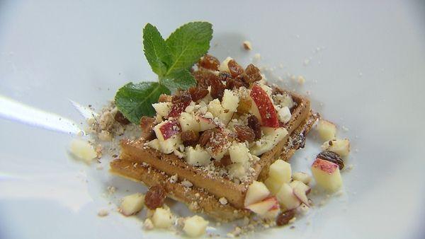 Vanillewafels met appel, rozijnen en noten van Smakelijk (op VIER)