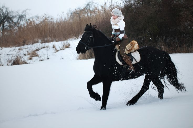 Ciri (The Witcher) and her horse Kelpie (friesian mare) by Juriet Cosplay #witcher #ciricosplay #kelpie #snow #friesian  #roach  #geralt  #cosplay