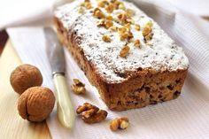 Il plumcake al caffè e noci è un dolce semplice e genuino, ottimo per fare colazione o lo spuntino pomeridiano accompagnato da una bella tazza di latte.