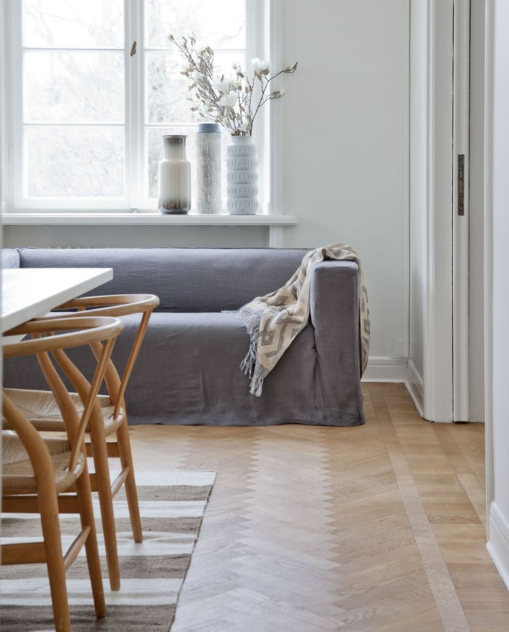 Wegner Y chair and Bemz sofa covers = a winning combination | IKEA Klippan sofa with a loose fit urban cover in Medium Grey Rosendal Pure Washed Linen | www.bemz.com