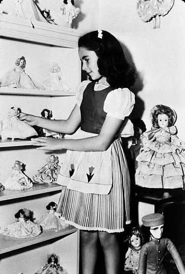 """Elizabeth Taylor with her collection of dolls, 1944.  I wonder is she kept them all.. ~I see """"Nancy Ann""""  """"effanbee's Little Lady"""" and even """"Shirley Temple""""."""