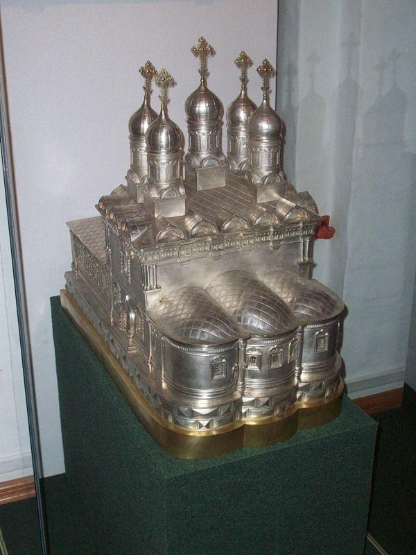 Дарохранительница в форме храма Харитона Исповедника в Огородниках в Москве. 1897. Серебро