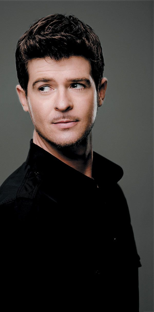 <3 jus plain sexy- Robin Thicke I will forever repin this man