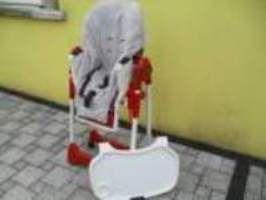"""De 5 à 36 mois (environ 15 kg). Chaise haute évolutive et simple d'utilisation. Dossier inclinable """" transat """" si l'enfant s'endort à table. Réglable en hauteur Repose-pieds ajustable. Plateau amovible avec emplacement gobelet. Sans le plateau l'enfant peut manger à la table des grands. Réducteur matelassé entièrement déhoussable et lavable. Harnais de maintien Ultra compacte en position pliée. Chaise en tube d'acier, 2 roulettes avec freins ... A louer exclusivement sur www.placedelaloc.com…"""