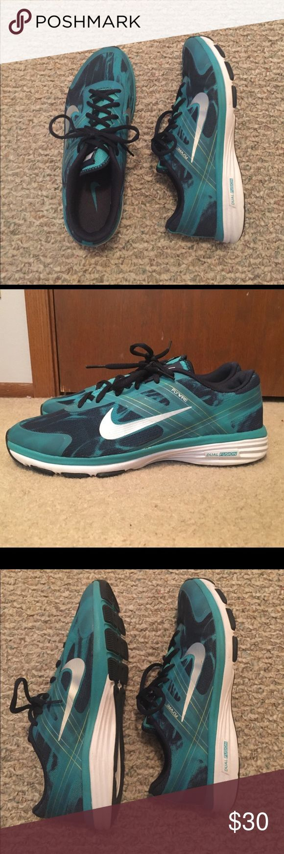 Nike‼️ dual fusion training sneaker Teal and blue marble color! Size  9. Barely been worn. Great condition! Nike Shoes Sneakers