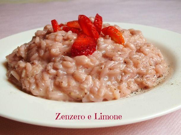 Il risotto con le fragole è un primo piatto delicato, raffinato e davvero molto buono. Nessuna difficoltà nella sua realizzazione.