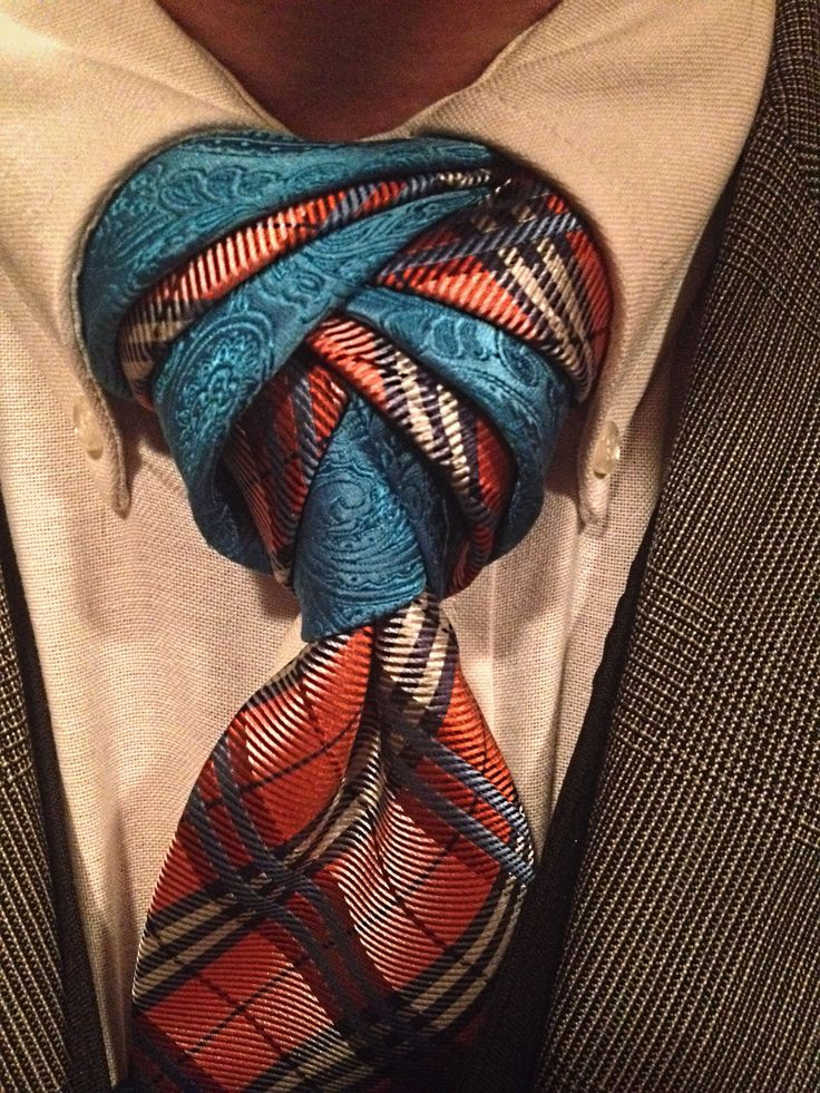 If you're crazy enough to use two ties, alternating layers can produce a dramatic result.