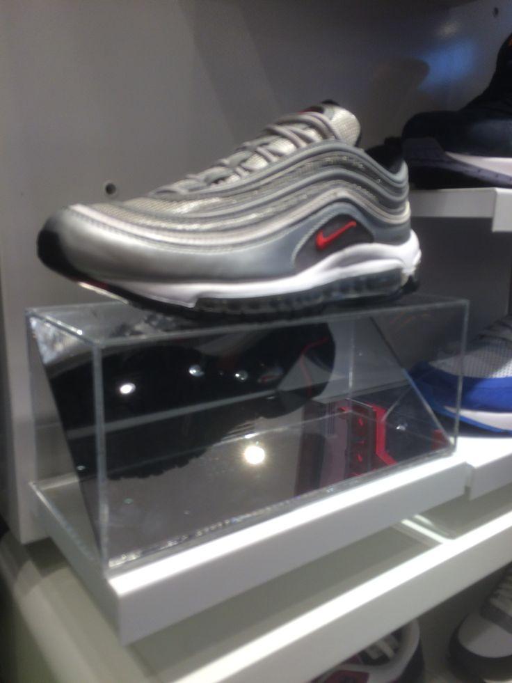 Foot Locker - UAE - Dubai Mall - Dubai - Footwear - Sport - Layout -