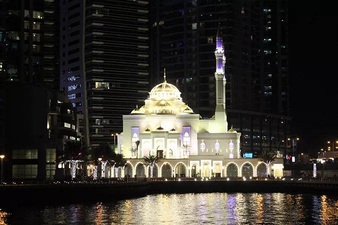 Ada Wanders/WłóczykijAda. Meczet w Dubai Marina