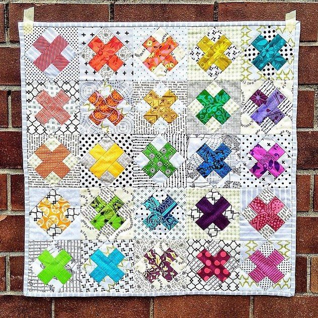 Mini cross quilt made by @creativereveries