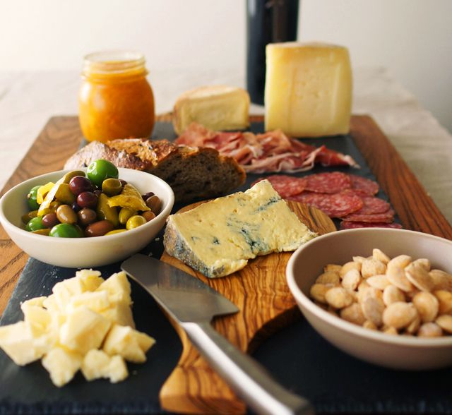 The Perfect Cheese Platter // HonestlyYUM