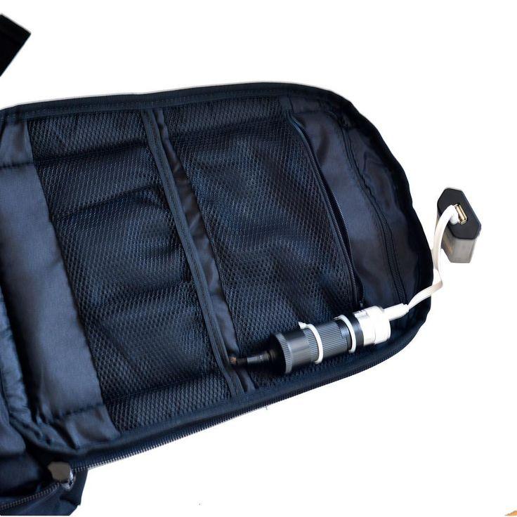El Morral Solar cuenta con entrada USB para que puedas cargar tus accesorios sin preocuparte! Van a estar dentro de la maleta en bolsillos con cremallera! Súper seguro Encuéntralo en MercadoLibre. Info DM   #Joha #work #travel #viajar #estuadiar #maleta #viajando #cargador #panelsolar #mochila #fashion #moda #trend #trendy #black #solarpanel #cargador #hombres #mujeres