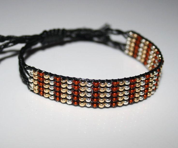 Armband gewebt im Perlenwebrahmen. Verwendetes Material Miyuki Perlen und gewachste Baumwolle. erhältlich bei www.perlensucht.at