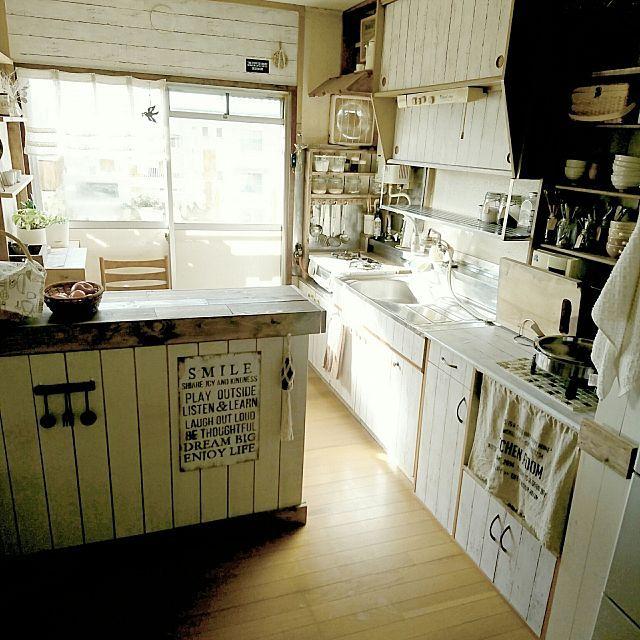 女性で、3DKの板壁DIY/ニトリ/ナチュラル/キッチン収納/キッチンワゴンDIY/ゴミ箱隠しDIY…などについてのインテリア実例を紹介。「おはようございます♪ 」(この写真は 2017-04-15 09:12:56 に共有されました)