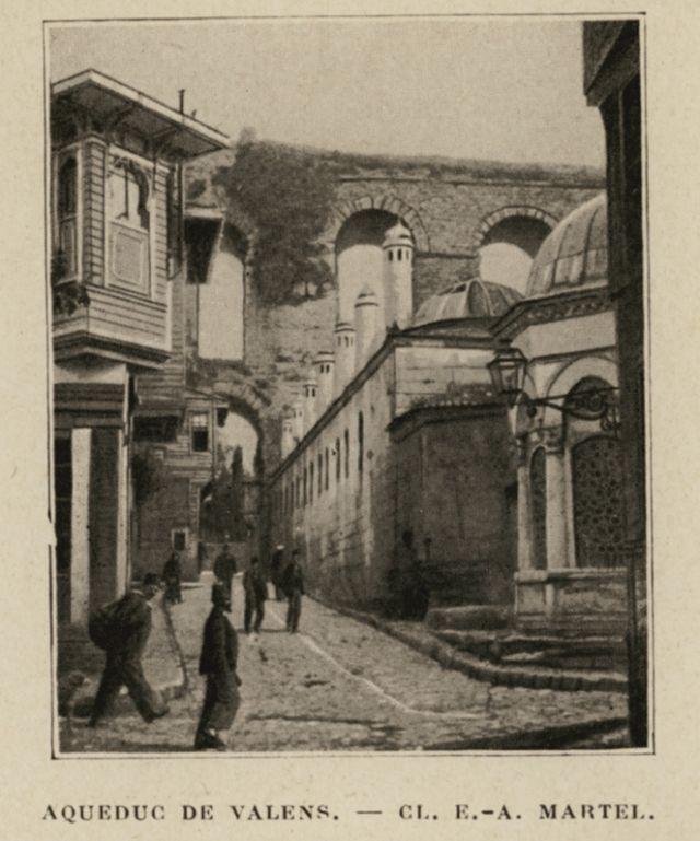 Valens Aqueduct in Istanbul. - LAUNAY, Louis de - 1913