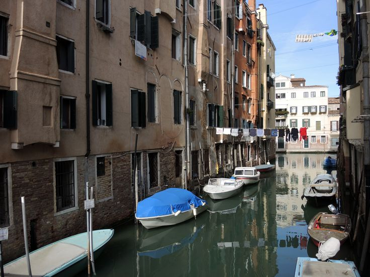 Drying linen over the Ghetto canal