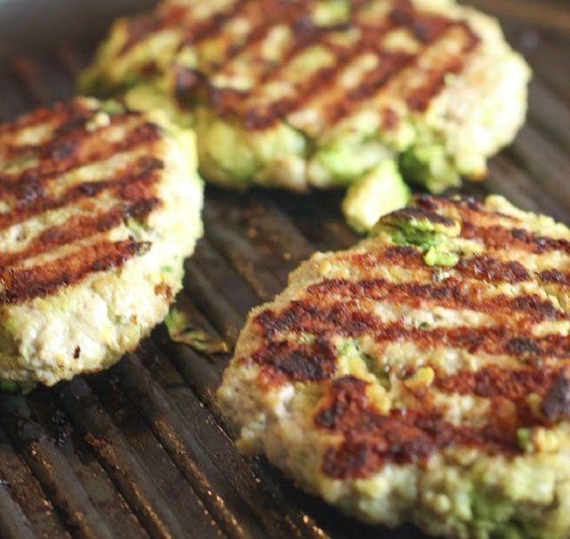 Receta del día: Tortillas de pollo y aguacate para hamburguesas